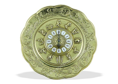 Часы со знаками зодиака на циферблате